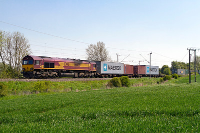 66135 passes Long Buckby Road with 4M00 09.02 Ipswich Griffin Wharf to Hams Hall Intermodal. Tuesday 22nd May 2012.