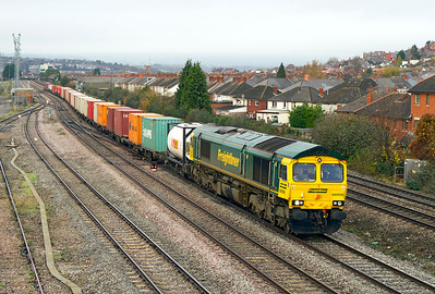 66956 passes East Usk Junction with a well loaded 4O51 09.58 Cardiff Wentloog to Southampton Freightliner. 23/11/2011.