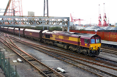 66009 passes through the loader at Avonmouth with the 6D17 14.22 departure for Didcot Power Station. 25/11/2011.