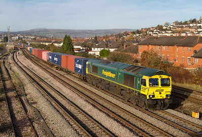 The 09.58 Cardiff Wentloog to Southampton Freightliner passes East Usk Juction with 66589 in charge. 25/11/2011.
