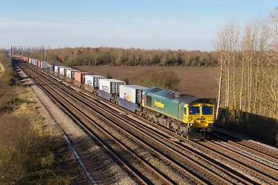 66589 passes Denchworth with 4L31 09.03 Bristol Freightliner Terminal to Felixstowe North. Thursday 29th November 2012.