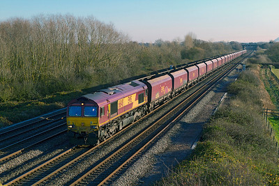 66148 passes Denchworth with 4D06 07.45 Didcot Power Station to Avonmouth empty HTA's. Thursday 29th November 2012.