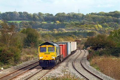 66572 drops down hill towards Pilning station with 4V50 10.54 Southampton to Wentloog Freightliner. 20/10/2011