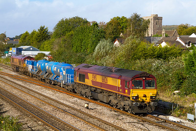 66126 and 66027 top & tail the Barton Hill based Rail Head Treatment Train with FEA's 642027 & 642046 pass Magor running as 3S59 07.46 Moreton-on-Lugg to Weston-super-Mare. Wednesday 17th October 2012.