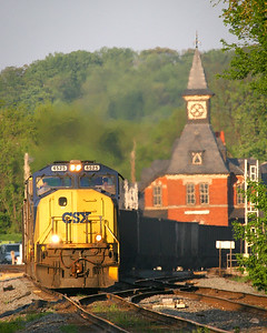CSX #4525 passes the Point of Rocks rail station