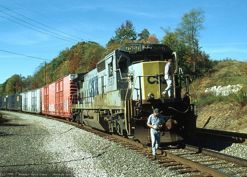 During the 1999 traffic meltdown trains were stopped everywhere. This one was waiting to move east at Meyersdale, PA. 1999.