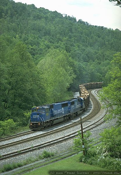 An all-Conrail powered Q316 rounds the curve at Independence, WV. 2000.