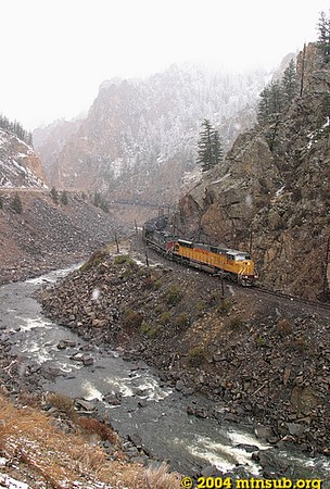 Falling snow and eastbound coal in Byers Canyon.