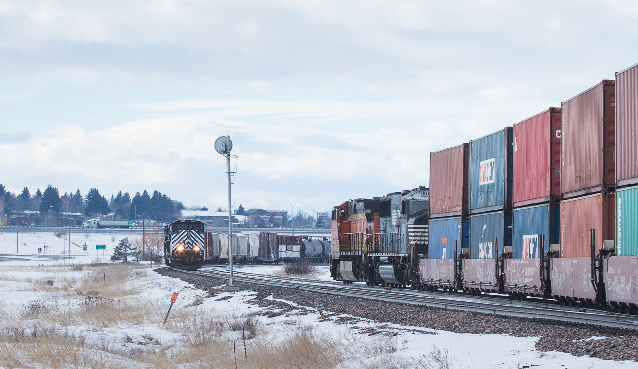 5326 on the Q-ALTPTL602 meets the M-MISLAU104 at Bozeman, MT.