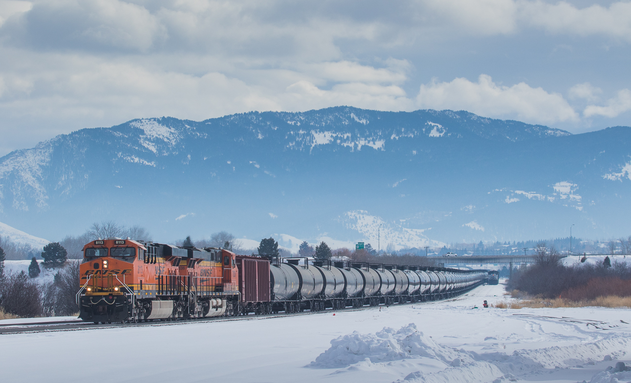 8113 on the U-FYNFTE024 dropping the midtrain helpers at Bozeman, MT.