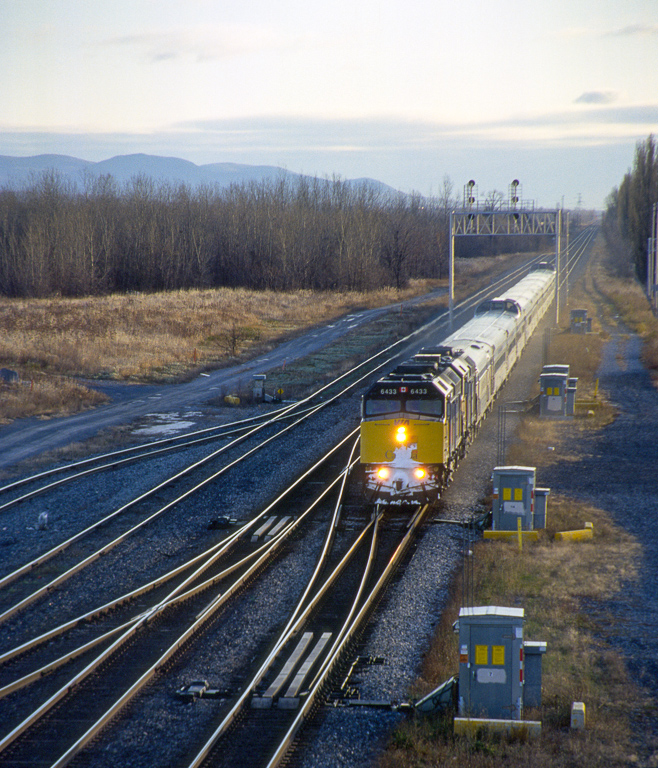 """VIA F40PH-2 6433 with the westbound """"Ocean"""" approaching St. Hubert."""