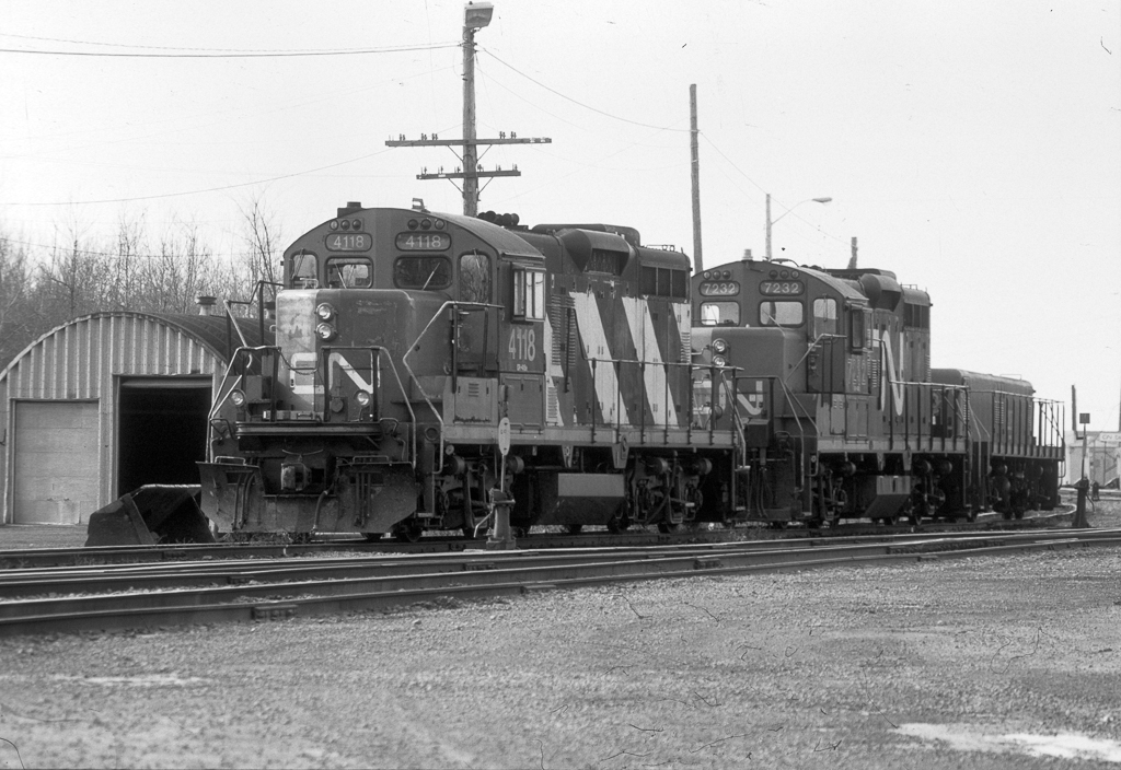 CN GP9RM 4118 and 7232 in Coteau.