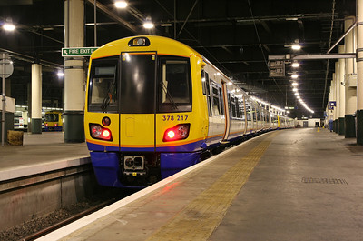 A brand new 378217 sits in Euston's bay platform 17, waiting for its first duty of the day. 11/12/10