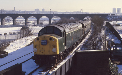 The Lea Valley Railway Club's 'Birkenhead Bandit' negotiates the Stafford Road curve in snowy Wolverhampton behind green-liveried 40122, by this time the last remaining operational class 40. 16/2/85