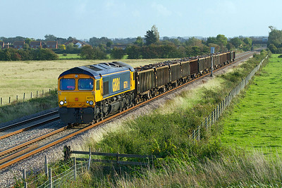 Running over an hour early 66711 heads the 6F30 Exeter Alphington Road to Cardiff Tidal loaded scrap train past Brent Knoll, Thursday 22nd September 2011.