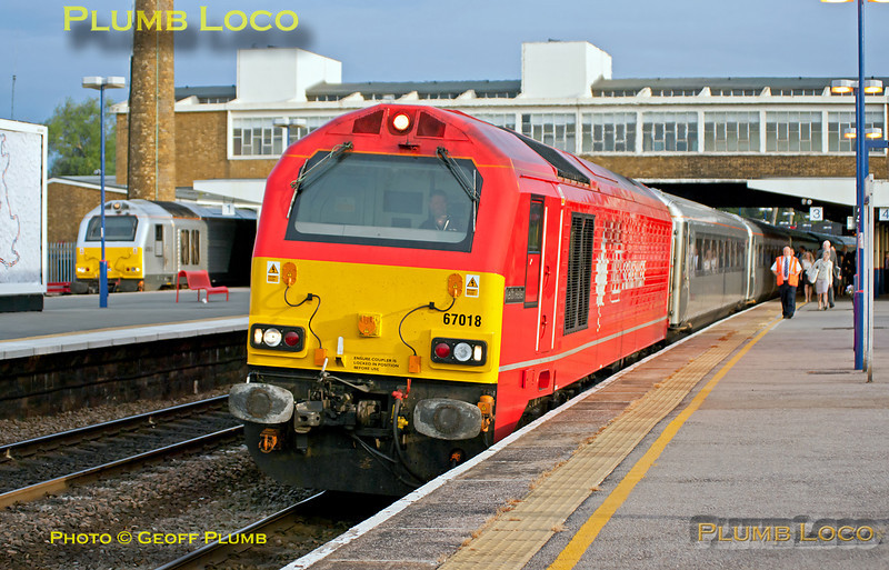 """DBS 67018 """"Keith Heller"""" is just coming to a stop at Banbury station as it heads 1H06, the 05:43 from Birmingham Moor Street to Marylebone. In the background is 67013 """"Dyfrbont Pontcysyllte"""" which had arrived into platform 1 with 5U08 at 06:17 and is now waiting to depart as 1H08, the 06:53 from Banbury to Marylebone. 06:35, Monday 1st August 2011. Digital Image No. GMPI9884."""