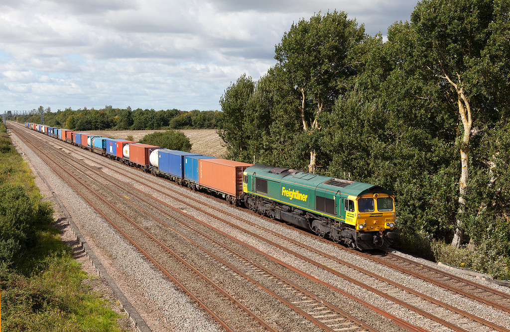 In a lucky patch of sunshine, 66572 passes Denchworth with the 4O51 09.58 Wentloog-Southampton Freightliner service