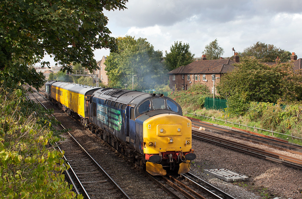 The pressure of work meant that I couldn't go Serco chasing, so I had to make do with a photo from the bridge by my house in Richmond of 37682 T&T with 37688 on the 1Q14 08.31 Eastleigh Alstom-London Waterloo via Twickenham and Surbition. 17.19.12