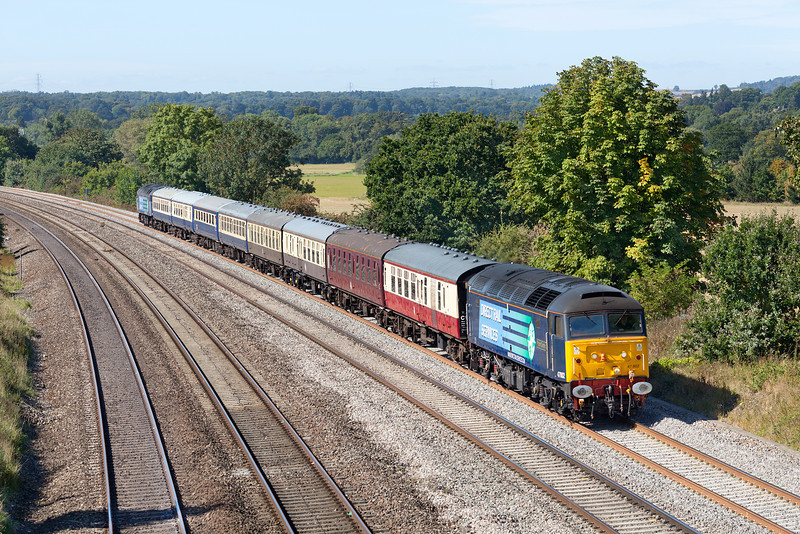 47802 approaches Westbury lane between Pangbourne and Tilehurst with the 5Z84 08.39 Crewe-Eastleigh Cruise Saver ECS. 47805 makes up the rear. 13.9.12
