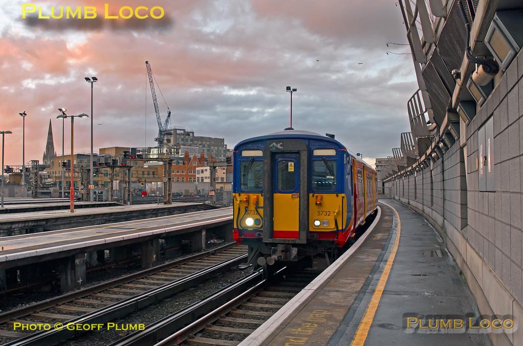 "455 732, BLS ""Vossloh Voyager"", Waterloo Platform 19, 5Z45, 14th January 2017"