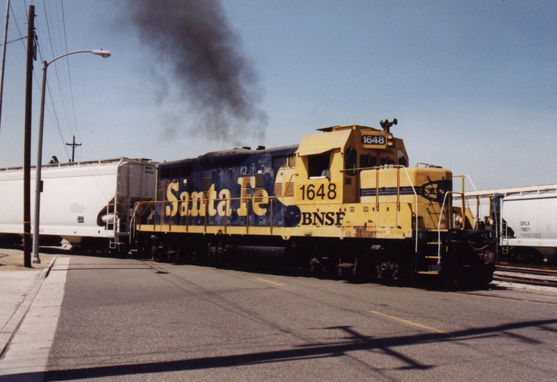 An old GP9 puts on a smoke show as it switches cars on the Kimberly Spur in Fullerton, CA.