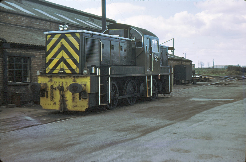 BSC 52 (D9537) Gretton Brook Shed, Corby  14 Apr 77
