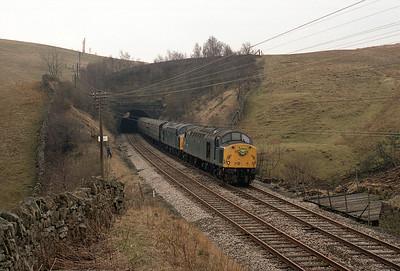 """40009 + 40033 haul the """"Leuchars Aid"""" railtour through Birkett tunnel 7/4/84."""
