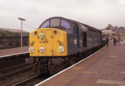 40104 pauses at Skipton with the 10.40 Carlisle-Leeds 14/7/84.