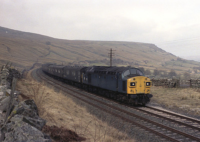The highlight of the regular winter Sunday S&C diversions was this lengthy van train which often produced a 40.  On 18/3/84 40129 grinds up to Ais Gill with load 18.