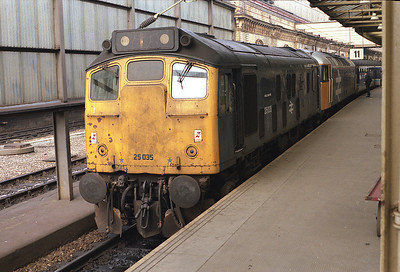 25035 stands at Crewe having dragged failed 47424 from Chester on the 07.09 Holyhead-Cardiff 14/3/87.
