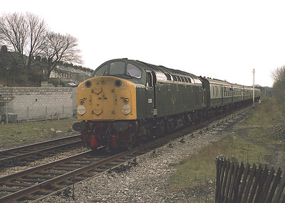 D200/40122 arrives at Settle with the 15.55 Leeds-Carlisle 6/4/85.