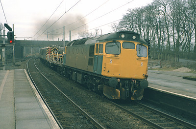 27052 rasps through Oxenholme returning to Upperby with the overhead wiring maintenance train 25/1/87.