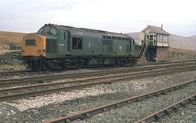 On S&C diversion weekends a standby loco was traditionally positioned at Blea Moor.  Unusually on 21/2/87 37091 was used.