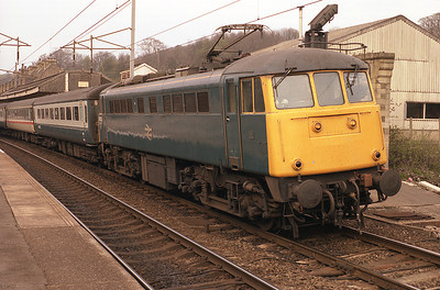 85021 stands at Oxenholme with the 15.20 Glasgow-Nottingham 22/4/87.