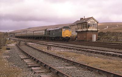31434 passes Blea Moor with the morning Carlisle-Leeds train 29/3/86.