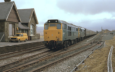 Before the down platform was built 31401+31421 pass Ribblehead with the morning Hull-Carlisle 29/3/86.