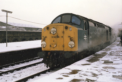 40118 waits time at Skipton with the 10.40 Carlisle-Leeds 5/1/85.