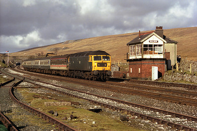 No heat 47117 passes Blea Moor box with the diverted 12.03 Edinburgh-Manchester Victoria 11/3/89.