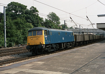 81002 passes Lancaster with a northbound freight 25/6/88.