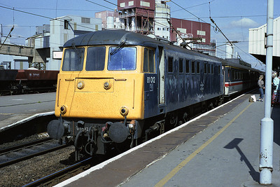 81012 pauses at Warrington with the 08.40 Glasgow-Birmingham relief 26/8/88.