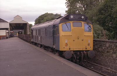 An unidentified 25 stands in the branch platform at Oxenholme during 1983.
