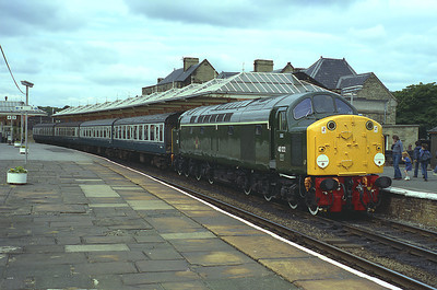 D200/40122 waits time at Skipton with the 10.40 Carlisle-Leeds, August 1983.