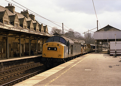 40174 passes Oxenholme with the electrification train on Sunday 24/4/83.