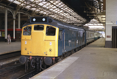25064 stands in platform 5 at Preston having just arrived with the 07.35 from Barrow 1/7/83.