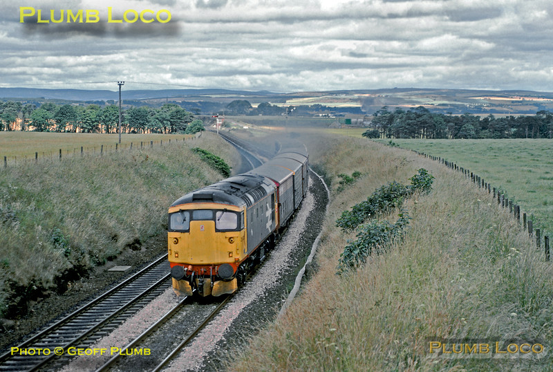 Class 26/1 No. 26025 climbs away southwards from Montrose at Usan with the train of fertiliser wagons, bound for Dundee, 12:16, Monday 17th July 1989. Slide No. 20113.