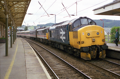 37128 rolls into Penrith with the 12.30 Carlisle-Euston with failed 87003 and an 11-coach mk3 set on Sunday 1/8/93.