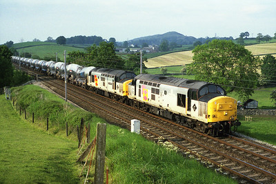 The silver bullets when they really were silver!  37411 + 37671 pass Sedgwick with the Irvine-Burngullow on 24/5/93.