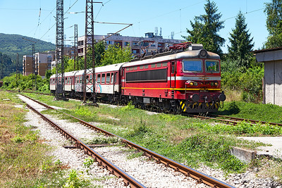 With some interest from the crew 44 114 arrives at Pernik with International train 360 from Kulata and the Greek Border to Sophia but with no International coaches. Friday 8th July 2016.