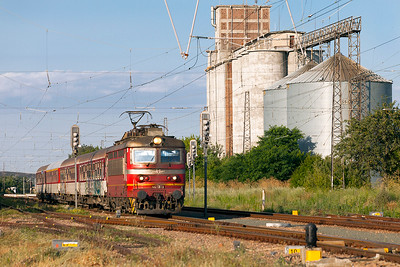 44 130 passes the grain silos at Tserkovski with train 80144 16.55 Burgas to Zimnitza. Tuesday 5th July 2016.