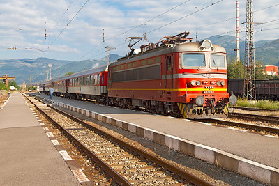 Train 3621 )7.00 Sophia to Burgas waits to depart from Pirdop with 45 175 in charge. Tuesday 5th July 2016.
